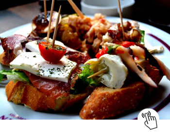 Learn spanish in Nerja going for tapas